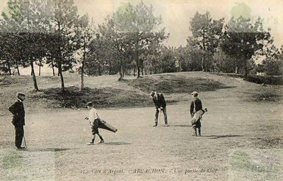 Players on the Arcachon Golf Club course.