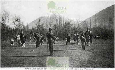 Players on the Argelès-Gazost Golf Club course.