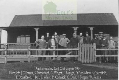 Picture of Auchtermuchty Golf Club clubhouse and members.